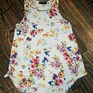Silky floral top with chain
